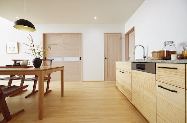 ウッドワン、色柄・デザインの選びやすさ重視した内装ドア