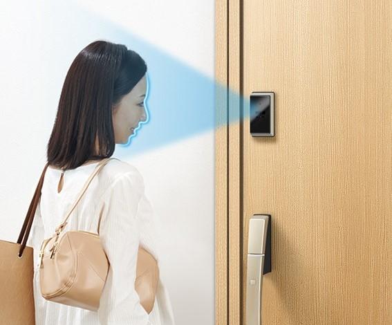 YKK AP、「スマートドア」に顔認証キーを搭載