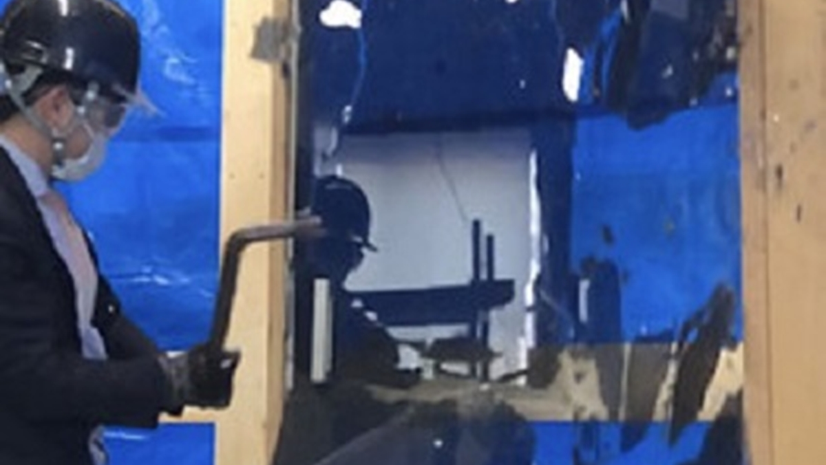 神谷コーポレーション、室内用ガラス扉の破壊試験映像を公開