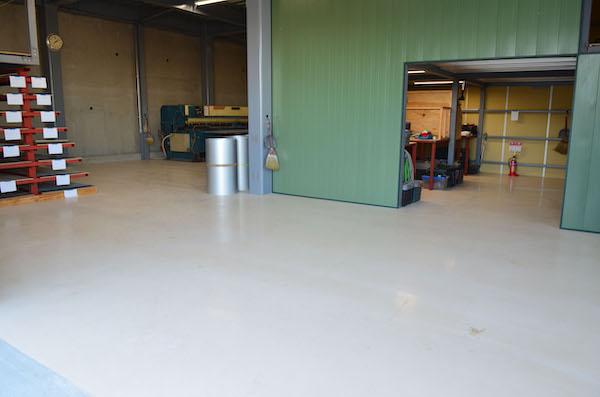 速硬性+施工性にすぐれた無機系塗り床材を発売