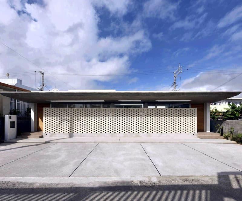 透かし積みれんがで室内に風と光  沖縄建築賞、「西原の家」がダブル受賞